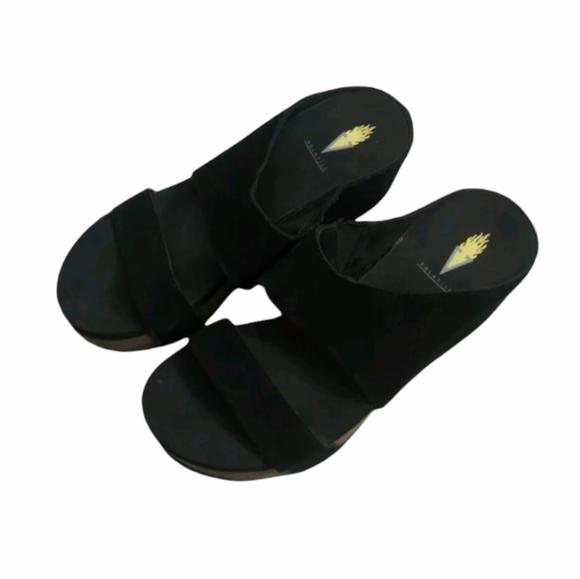 Volatile women's sandal size 7